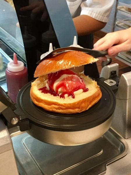 L'Artisan des Glaces Review closing brioche ice cream sandwich