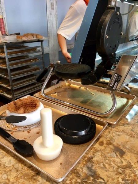 L'Artisan des Glaces Review waffle iron