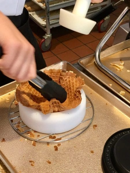 L'Artisan des Glaces Review waffle bowl forming