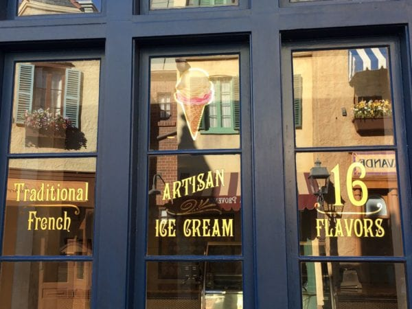 L'Artisan des Glaces Review display windows