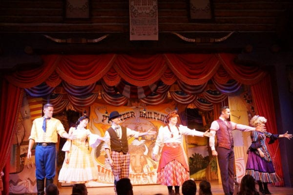 Hoop Dee Doo Musical Revue Full Review performers line