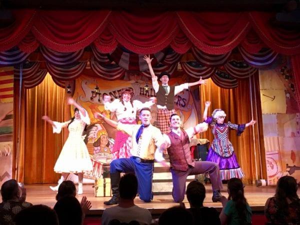 Hoop Dee Doo Musical Revue Full Review performers keeling bow