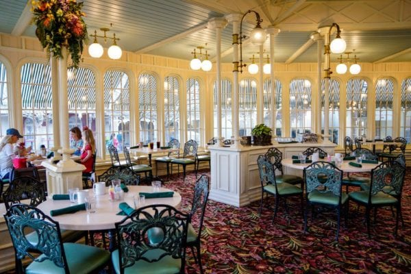 Crystal Palace Breakfast Review Dining Room side