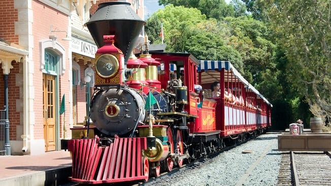 Disneyland Railroad is Back After a Long Refurbishment