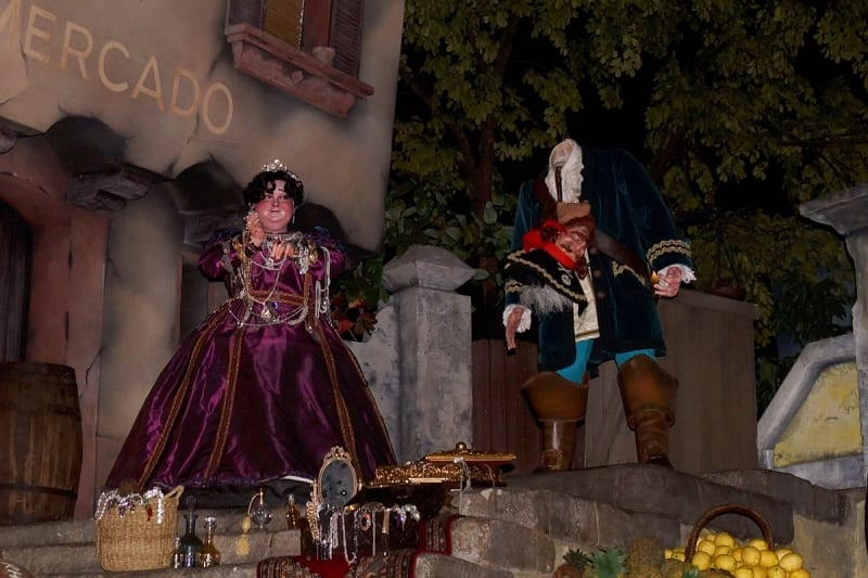 Heads Falling Off Animatronic Figures Disney Parks pirates