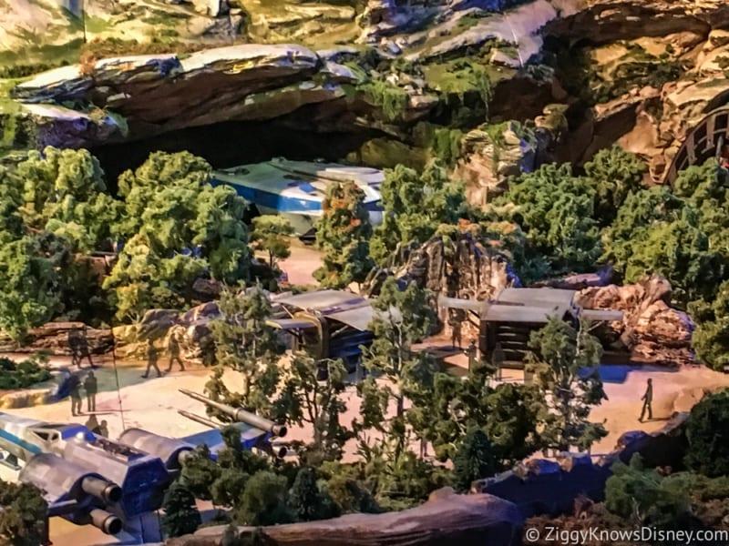 Star Wars Galaxy's Edge Battle Escape Entrance pre show