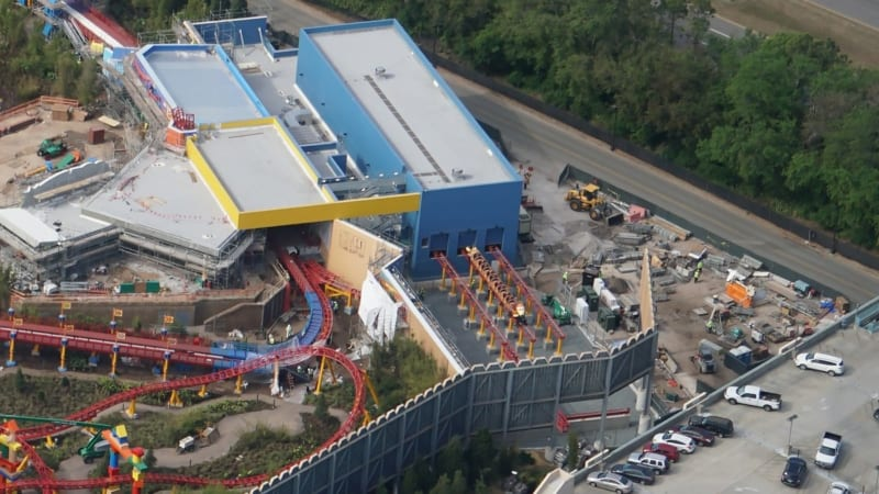 Slinky Dog Trains Toy Story Land station