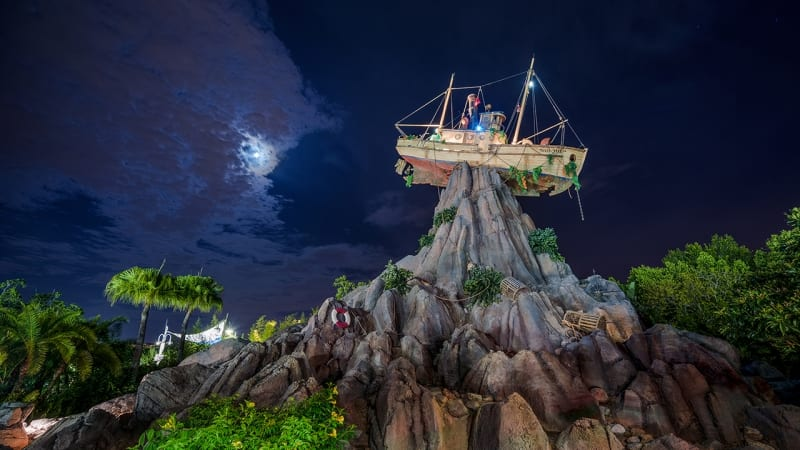 Typhoon Lagoon Disney H20 Glow Nights