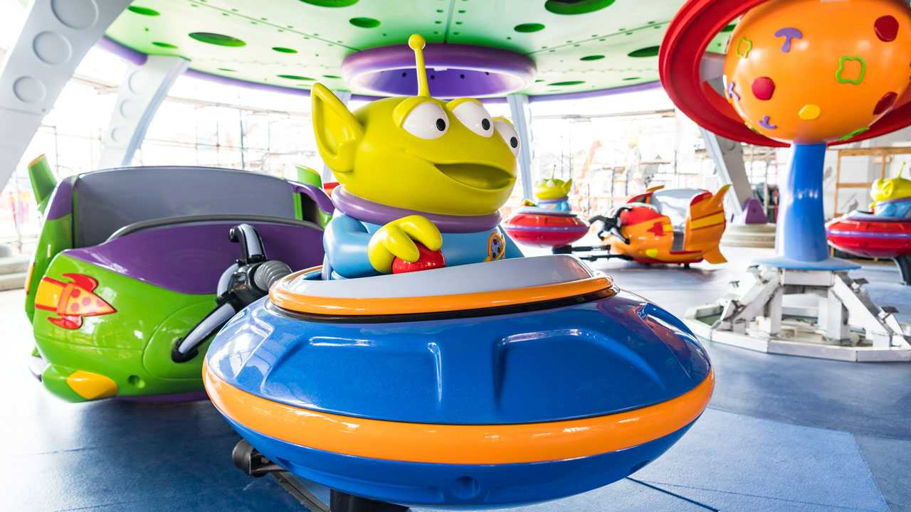 Alien-Swirling-Saucers-toy-story-land
