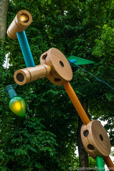 Sneak Peak at Toy Story Land Theming Disneyland Paris tinker toy lights