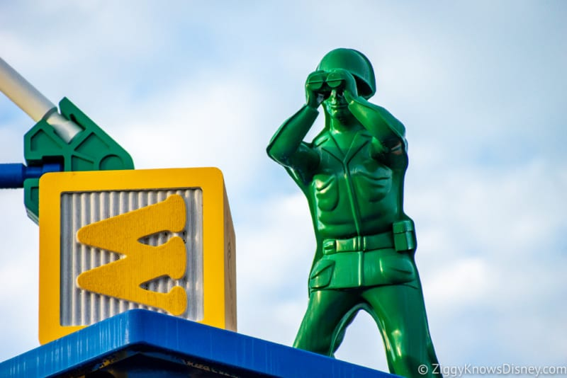 Woody's Lunch Box Review Toy Story Land green army men